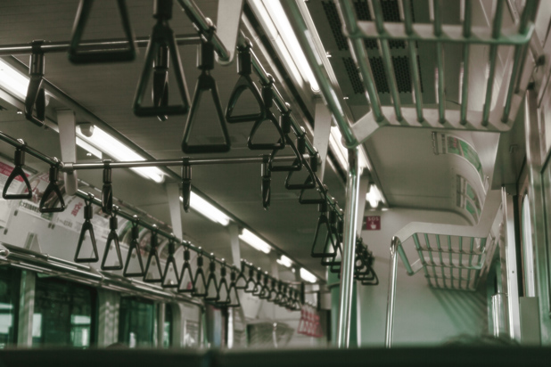 電車,リュック,迷惑行為,マナー